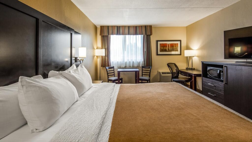 Quality rooms and comfortable beds are the norm at Best Western Plus Mariposa Inn
